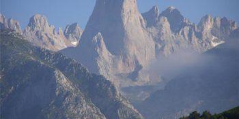 Circular por el macizo Central de Picos de Europa, pasando por el Picu Urriellu